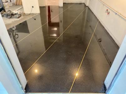 Slefuire beton - spatii industriale - Servicii de slefuire beton pentru suprafete mari