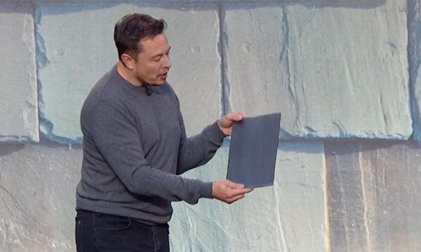 Elon Musk - Tiglele solare Tesla sunt deja disponibile pe piata!