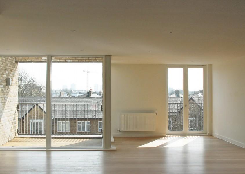 Vedere dintr-un apartament – relația cu strada și cartierul - Ely Court sau întoarcerea acasă -