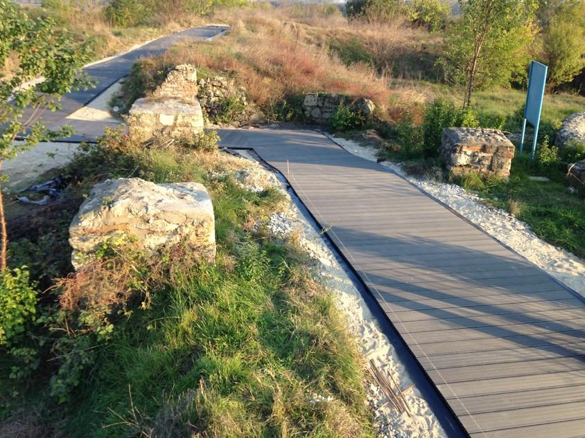 Obiectiv istoric reabilitat cu lemn compozit produs de firma Bencomp - Obiectiv istoric reabilitat cu lemn