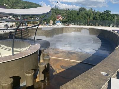 Etapa din impermeabilizarea unei piscine cu poliuree - Hidroizolatii piscine cu poliuree