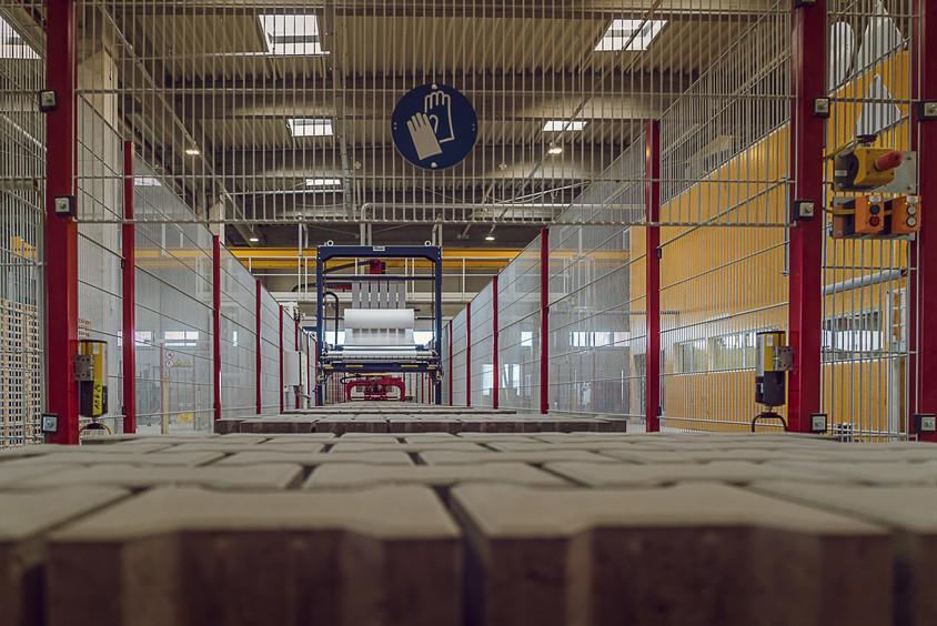 Linie Productie Secuienii Noi - Elis Pavaje a depășit provocările anului 2017 și a închis pe