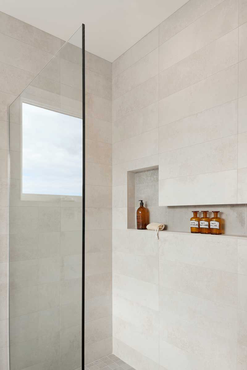Idei pentru rafturi încastrate în zona dușuluic - Idei pentru rafturi încastrate în zona dușului