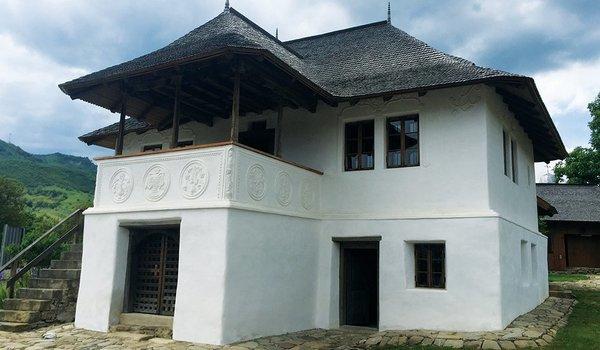 "Consolidare restaurare si remodelare functionala ""Casa cu Blazoane"" sat Chiojdu judet Buzau - Premiile Bienalei Nationale"