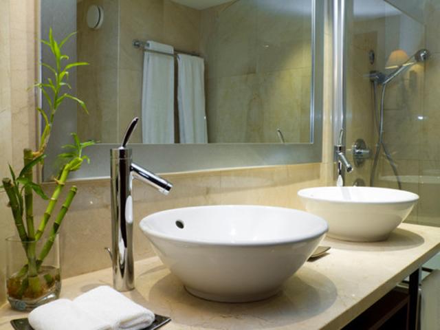 Chiuveta asezata pe blat - Cum alegem chiuveta potrivita pentru baie?