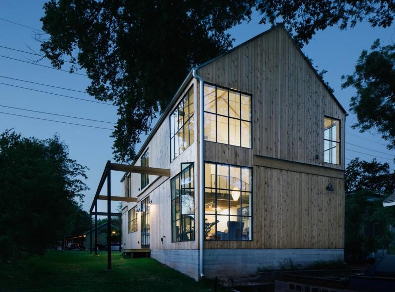 Casa in Texas al carei volum aminteste de hambarele traditionale - Casa in Texas al carei
