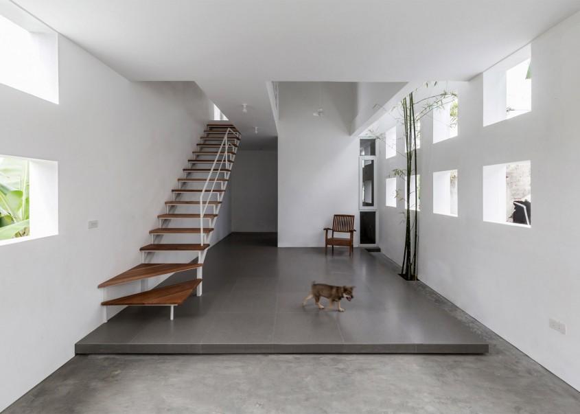 Locuinta Cul-de-sac - O casa ingusta are totusi interioare luminoase si confortabile