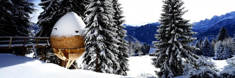 Casa din copac în formă de ou oferă o priveliște uimitoare către Alpii italieni - Casa din copac în formă de ou oferă o priveliște uimitoare către Alpii italieni