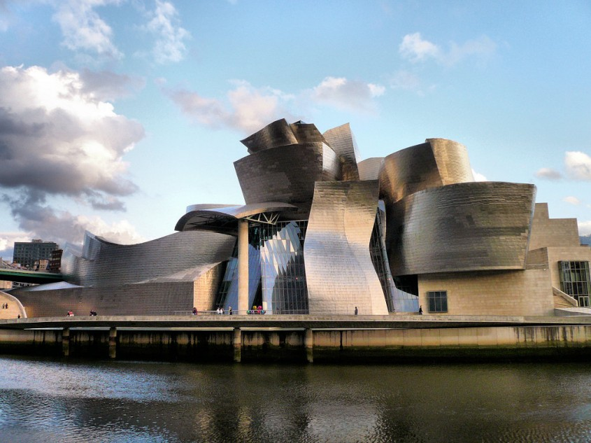 Cladiri care au schimbat lumea - Muzeul Guggenheim din Bilbao  - Cladiri care au schimbat lumea - Muzeul Guggenheim din Bilbao