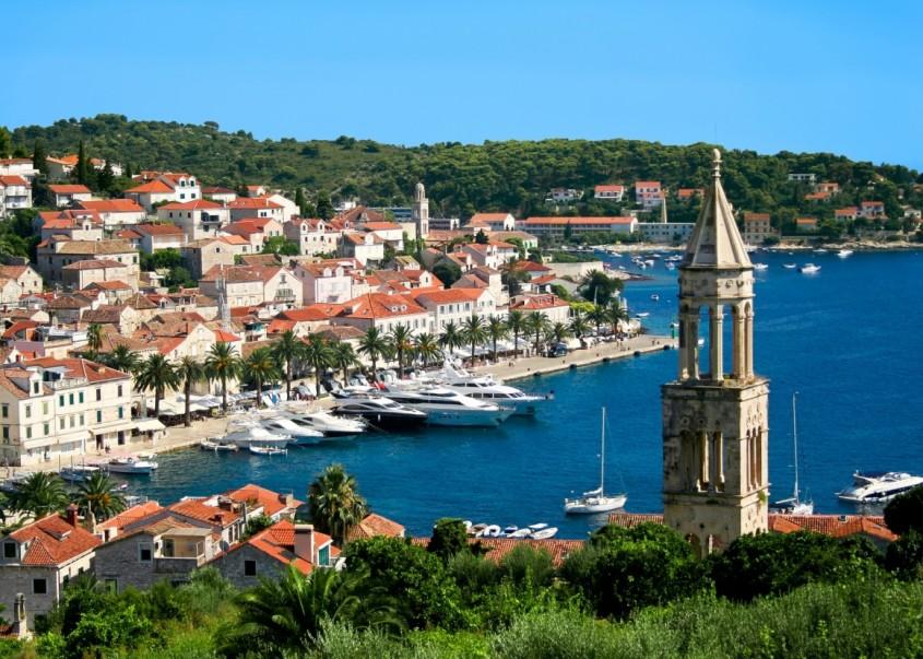 Hvar - 10 orase medievale din Europa ce par desprinse din basme