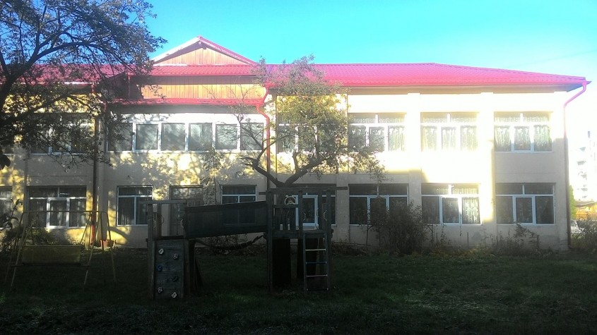 RoofArt promisiune onorata un acoperis in dar la o gradinita din Campulung Moldovenesc - RoofArt promisiune