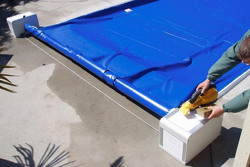 Piscina acoperita cu prelata - Ți-ai pregătit piscina exterioară pentru iernat? Daca nu, află cum aici