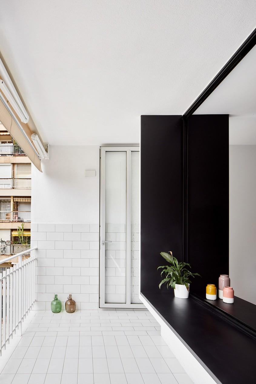 Un apartament amenajat cu granit gri și ziduri albe stălucitoare - Un apartament amenajat cu granit
