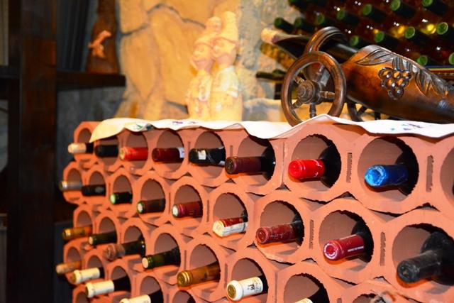 Raft de vinuri Brikston - Esti pasionat de vinuri? Afla mai multe despre depozitarea in conditii