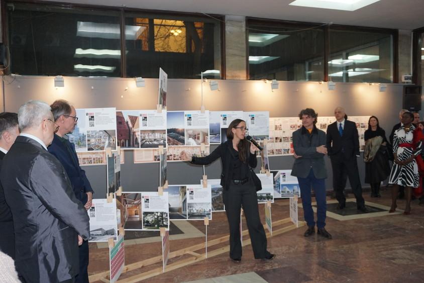 EXPOZITIA PREMIILOR EUROPENE PENTRU ARHITECTURa CONTEMPORANa MIES VAN DER ROHE LA BUCURESTI - Forumul SHARE a