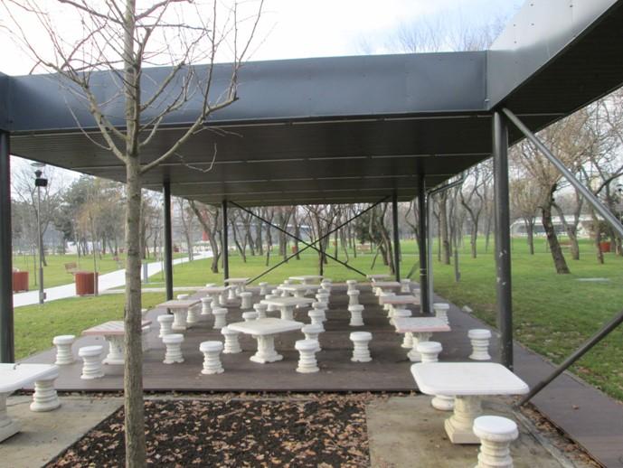 Lemnul compozit romanesc Bencomp in amenajarile exterioare din peisajul capitalei - Lemnul compozit romanesc Benomp in