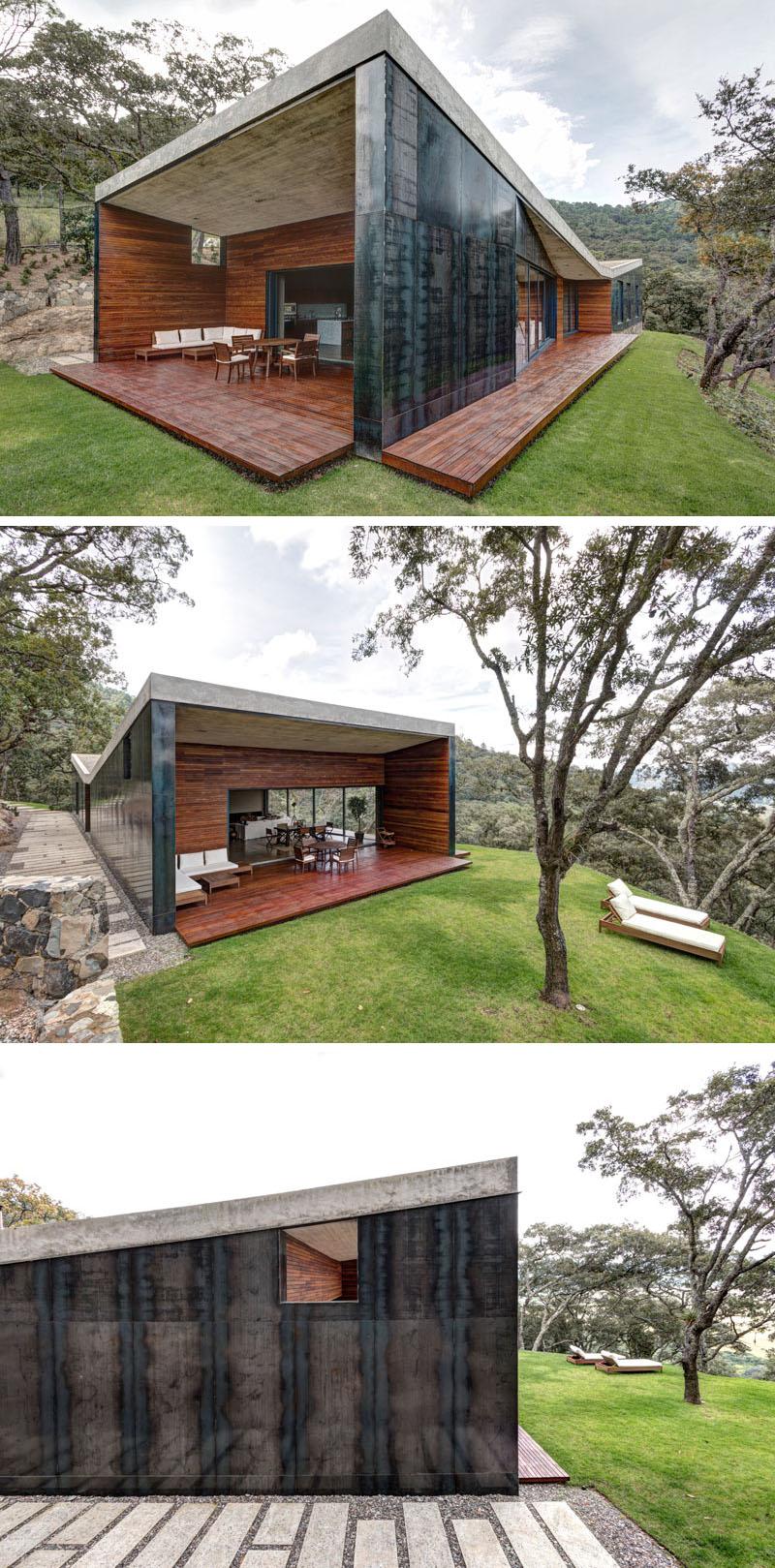 Un acoperis fluture ascunde o casa moderna pe dealurile Mexicului - Un acoperis fluture ascunde o