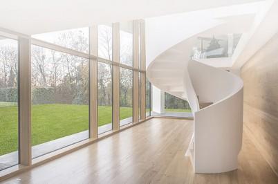 Interior camera cu fereastra din lemn stratificat - Produse ACTUAL GROUP