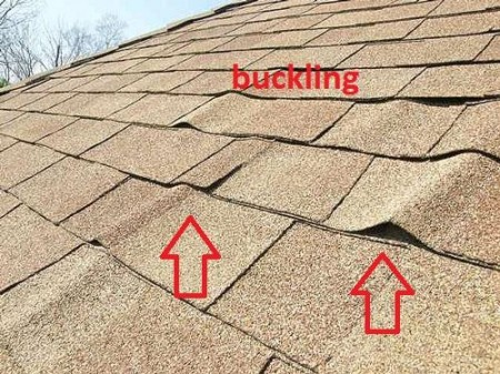 Folosirea scândurii vechi pentru astereală poate provoca deformarea sau denivelarea şindrilelor - Cele mai frecvente greşeli făcute de montatori de acoperişuri - partea a 3-a