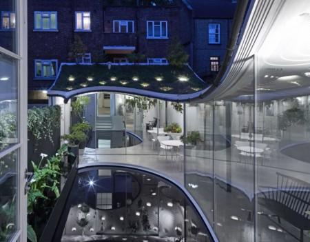 Casă cu acoperiș cu verdeață și piscină care filtrează apa de ploaie - Casă cu acoperiș cu verdeață și piscină care filtrează apa de ploaie