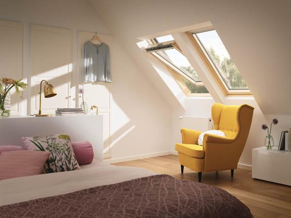 Dacă vrei să diminuezi lumina din mansarda ta, atunci alege un rulou opac - Cum îți protejezi eficient mansarda împotriva căldurii și a insectelor