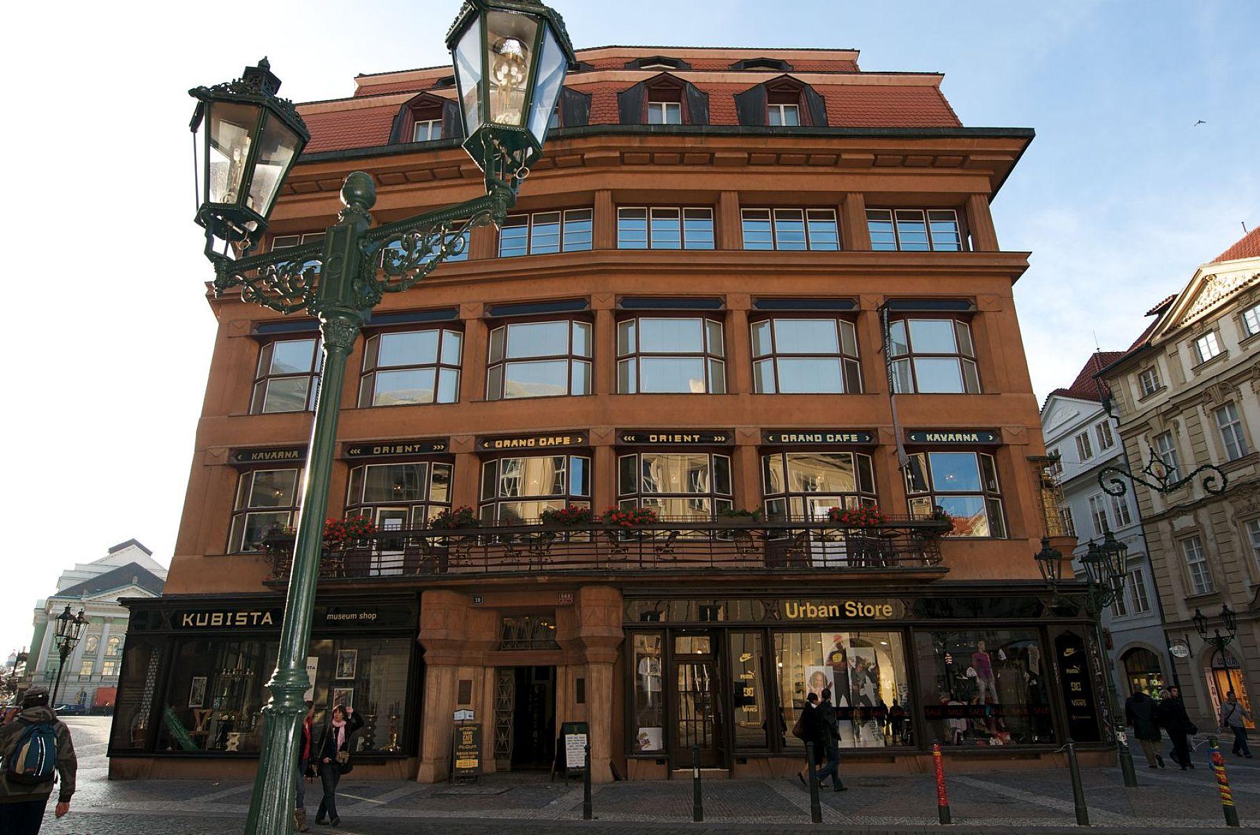 Casa Madonei Negre - O călătorie arhitecturală prin Praga, orașul celor 100 de clopotnițe - partea a II-a