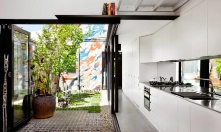 Casa Alfred - Reamenajarea unei case pentru a beneficia de mai multa lumina naturala si de intimitate