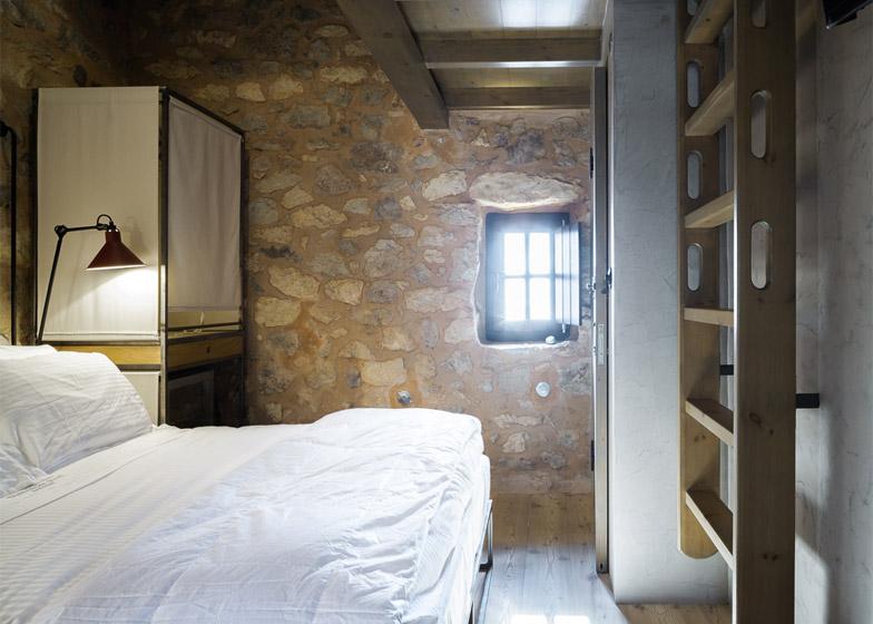 Resedinta de vacanta intr-un turn de pe coastele Greciei - Resedinta de vacanta intr-un turn de