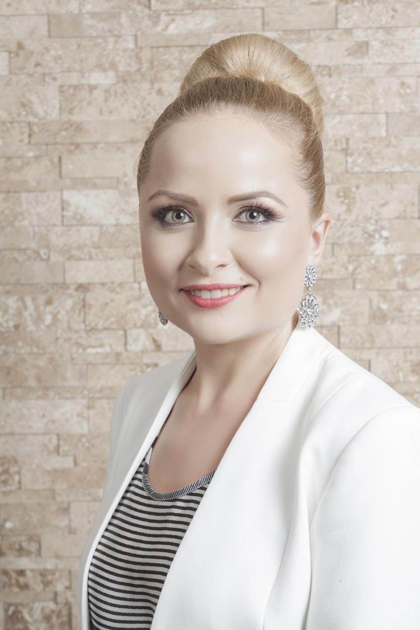 Mariana Bradescu - PIATRAONLINE incepe anul cu investitii si proiecte aniversare Rezolutii tendinte si obiective financiare