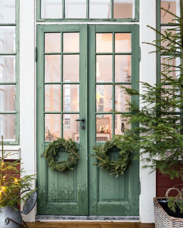 Idei simple pentru un exterior de poveste - Cum îți decorezi casa de Crăciun? Idei simple