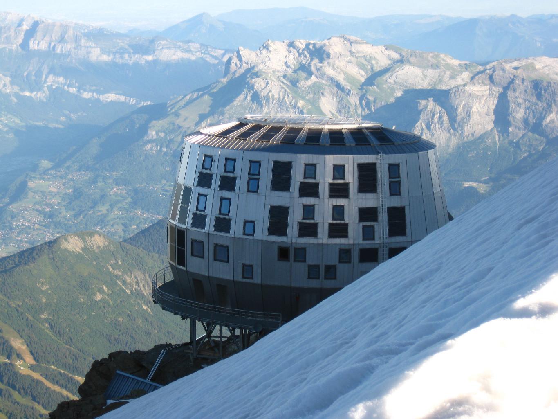 refuge du gouter cabana construita la cea mai mare altitudine din alpii francezi. Black Bedroom Furniture Sets. Home Design Ideas