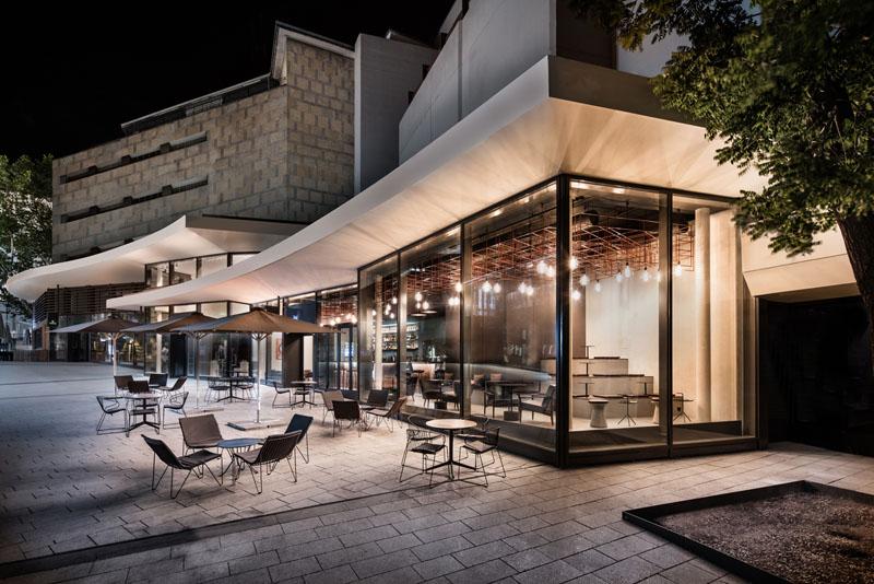 Bar cu exterior din sticlă și interior din lemn și cupru - Bar cu exterior din sticlă și interior din lemn și cupru