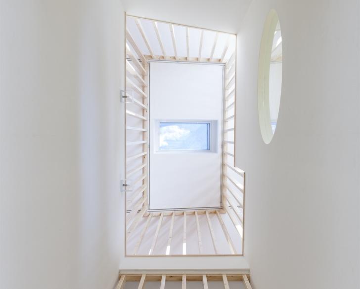 Casa cu arhitectura futurista si interioare vesele - Casa cu arhitectura futurista si interioare vesele
