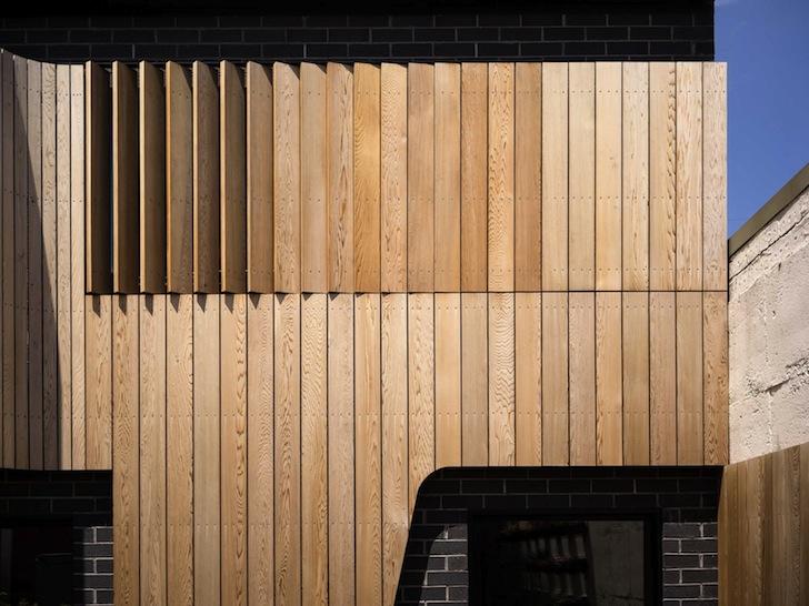 Refacerea unei vechi cladiri folosind caramida si lemn de cedru - Refacerea unei vechi cladiri folosind