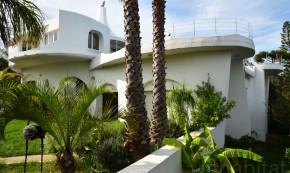 Locuintei Galilai - O casa care se roteste pentru a profita de soare si a se proteja