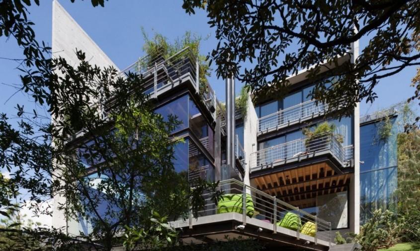 """Casa din padure sau """"Casa en el Bosque"""" - O casa printre copaci exemplu de armonie"""
