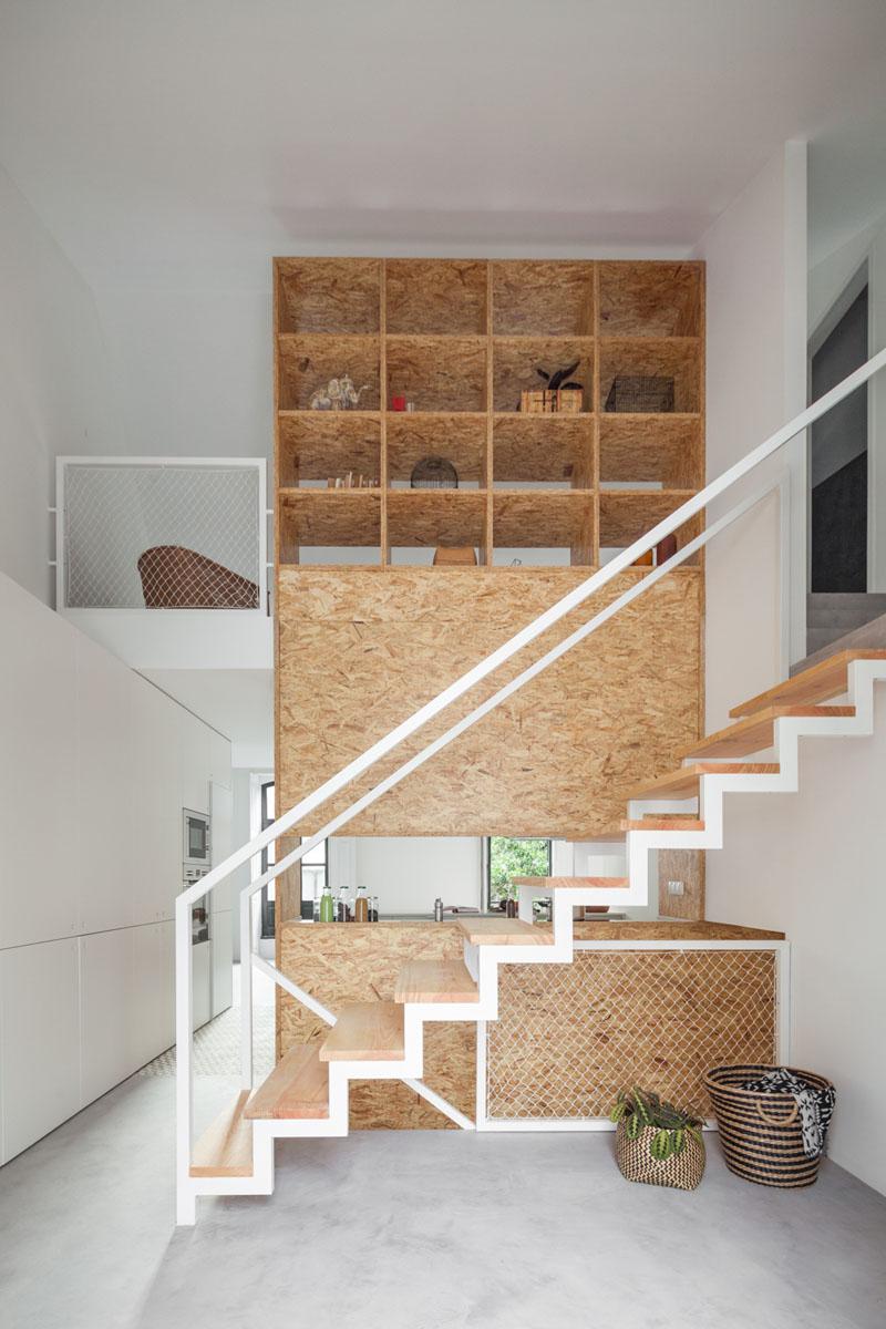 stairs-with-bookshelf_111016_06 - Combinatii interesante cu scari, trepte, rafturi si carti