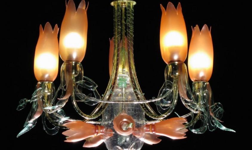PET luminaries - Când sticlele de plastic devin niște candelabre elegante