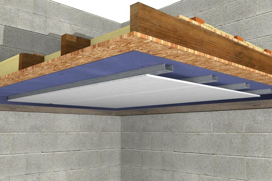 Detaliu de finisare a tavanului cu placi de gips carton - Etapele de montaj a vatei de sticla la un planseu pe structura de lemn
