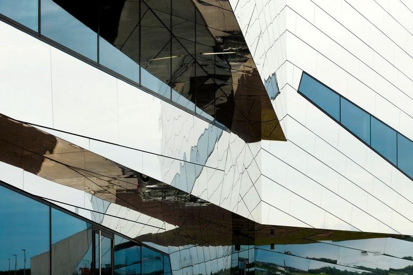 Finisaje noi pentru panourile compozite din aluminiu ALUCOBOND® - Finisaje noi pentru panourile compozite din aluminiu