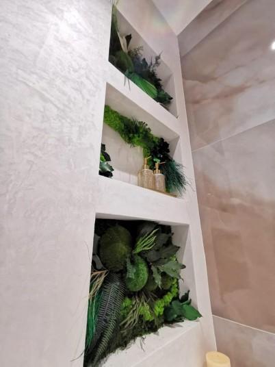 Decoratiuni din muschi si licheni intr-o baie - Proiecte URBANATURE