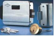 Yala aplicata electrica pentru porti cu buton interior - cod 5014 - Broaste si yale electromagnetice aplicate