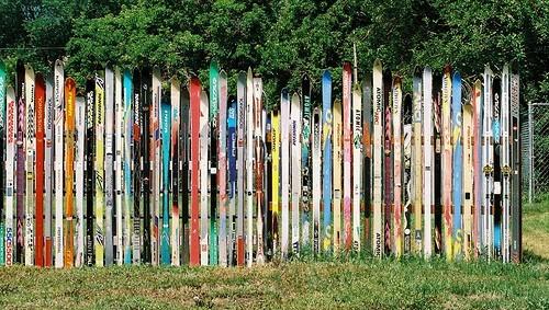 Gardul din ski-uri - Cateva idei altfel pentru garduletele decorative de gradina