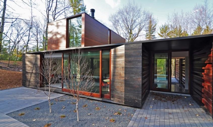 Pleated-House-by-Johnsen-Schemaling-Architects-4-1020x610 - O casa cu acoperisuri verzi se ascunde de minune in padure