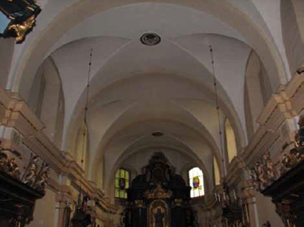 VEDERE ASUPRA BOLTILOR DE DEASUPRA ALTARULUI - Consolidarea structurala a bisericii Sf. Nicolae din Cracovia, Polonia