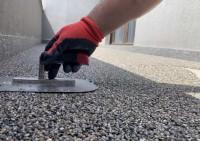 Montajul profilelor de aluminiu si aplicarea covorului de piatra pe verticala - HIDROIZOALTII TERASE CIRCULABILE