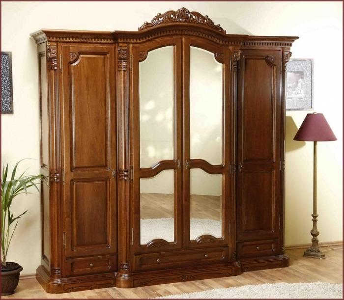 Dulap cu 4 usi Cristina - Mobila de dormitor din lemn masiv: standard sau la comanda?
