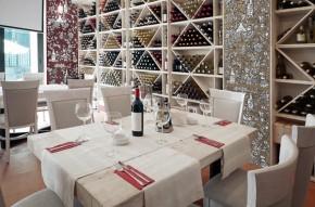 Decor alb-rosu motiv struguri, vin - Faianta pictata pentru living