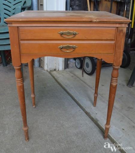 sewing-table-before - Integrează vechea mobilă într-un decor nou