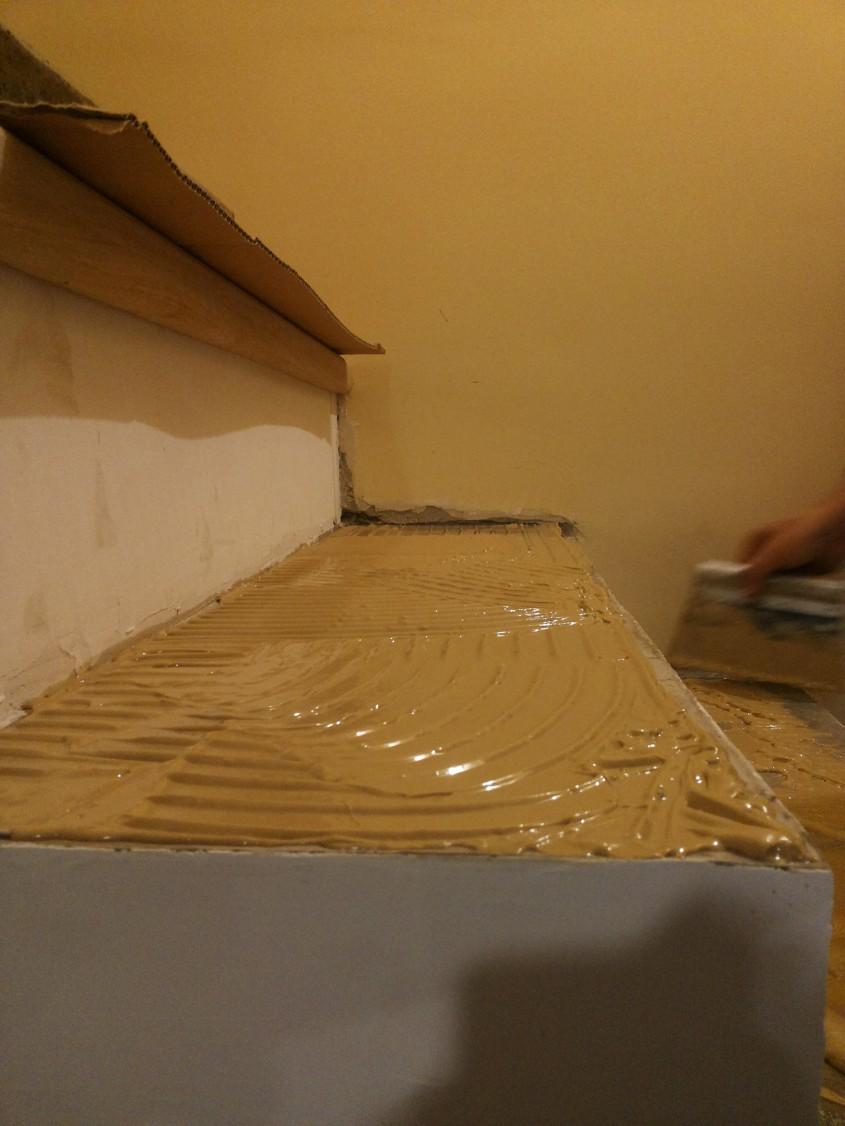 "Montajul treptelor din lemn cu adeziv poliuretanic bicomponent - Montaj trepte cu ""nas"" din lemn masiv"